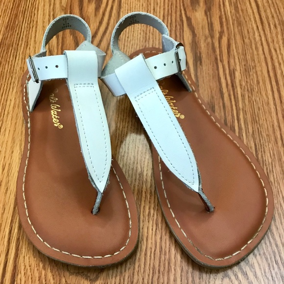 9078ccf68fdf Salt Water T-Thong Leather Sandals Kids Size 2. M 5a86194ba4c485ad2ed4484d